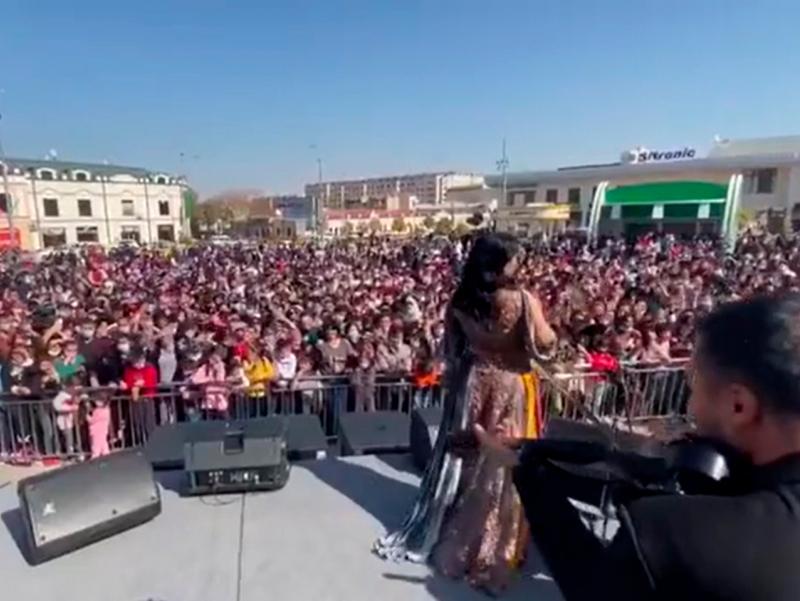 Samarqandda maska va ijtimoiy masofasiz konsert o'tkazildi. SSV uyg'on!
