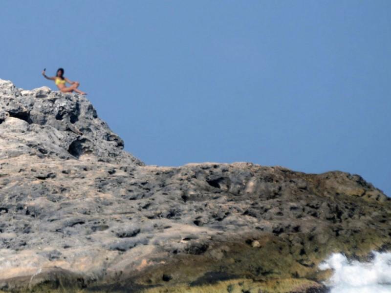Испанияда 26 ёшли аёл селфи тушмоқчи бўлиб, жарликдан йиқилди (видео)