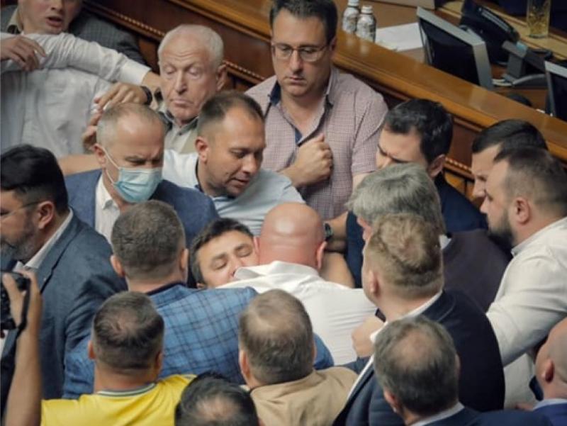 Украина парламентида жанжал юз берди (видео)